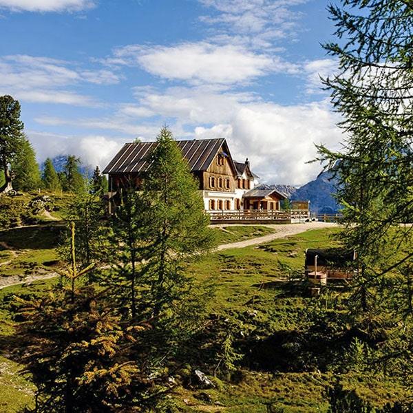 Il rifugio Croda da Lago - Gestione famiglia Alverà
